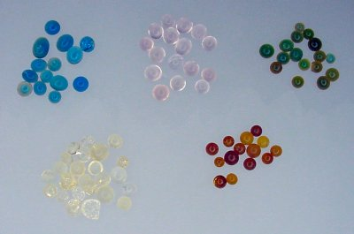 A variety of plain and indicating silica gel beads