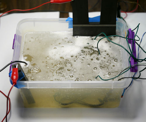 Electrolysis with Graphite Carbon Anodes - Robot Room